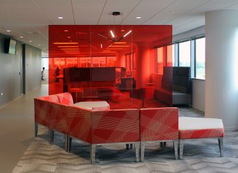 IAAI Corp. HQ | Colored Laminated Glass Wall